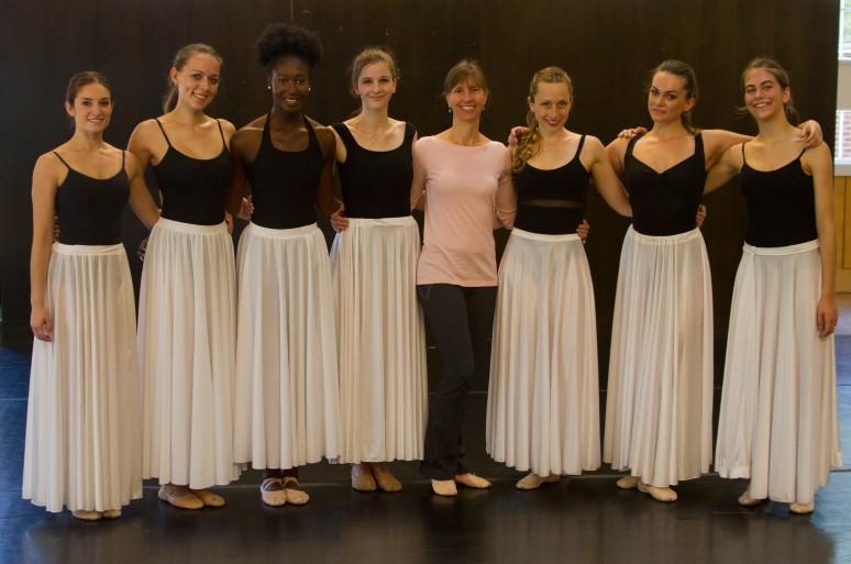group photo 8 women